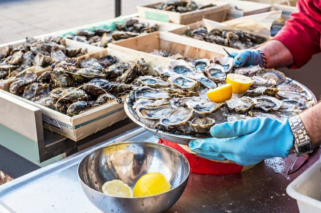 oysters_ThinkstockPhotos-522315772.jpg