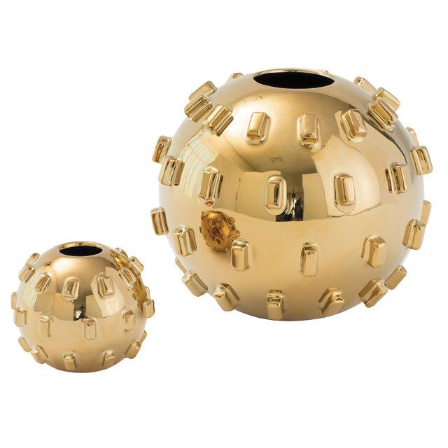 departments_thegooods_Under-50---Gift-Guide---Gold-Vases_hp1117.jpg