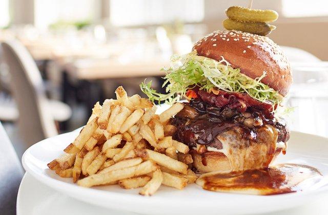 Dining_Review_BrennerPass_Burger_ALEXISCOURTNEY_rp1117_teaser.jpg