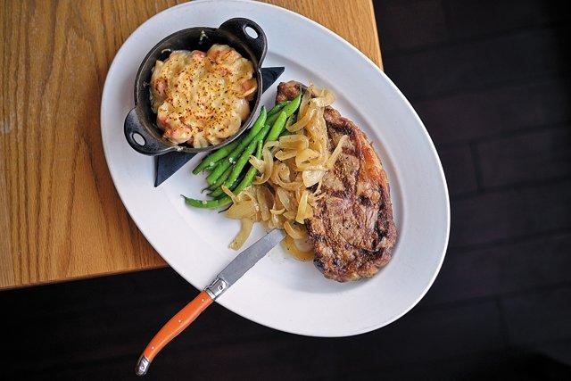 Feature_BestRestaurants_Lucys_RibEyeMacAndCheese_AshDaniel_rp1117.jpg
