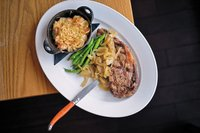 Feature_BestRestaurants_Lucys_RibEyeMacAndCheese_AshDaniel_rp1117.jpg