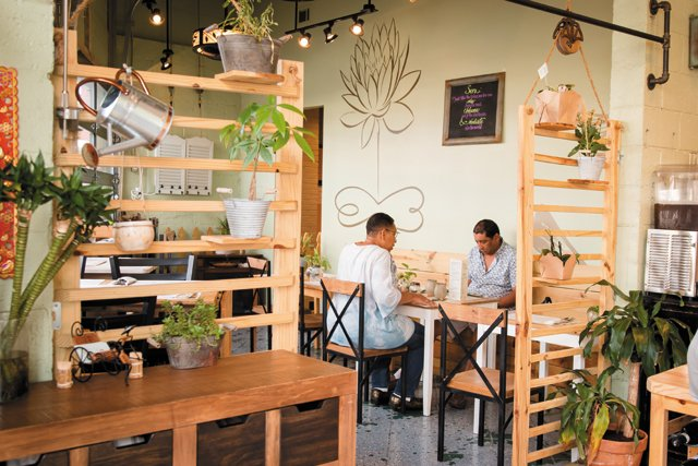 Feature_BestRestaurants_SenOrganicSmallPlate_Interior_JulianneTripp_rp1117.jpg