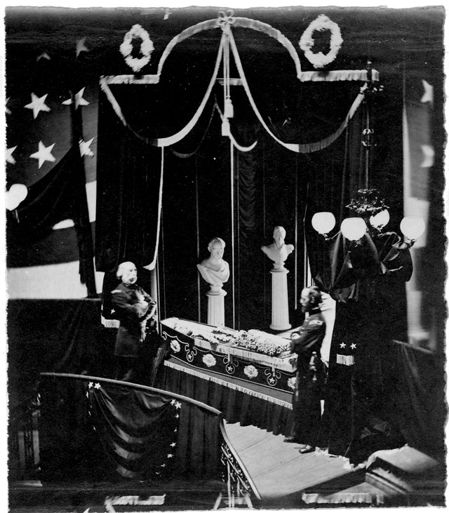 feature_lee_monument_only-photo-of-lincoln-in-death_rp1217.jpg