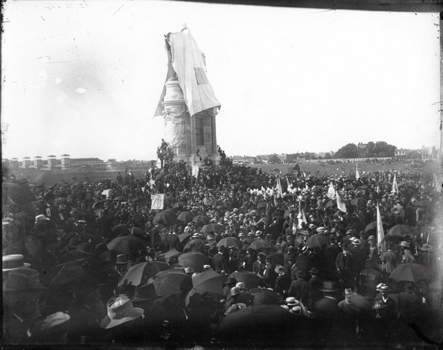 feature_lee_monument_statueunveiling_Cook4640_rp1217.jpg