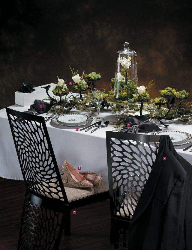 bride-black-and-white-tablescape_jeff-saxman.jpg