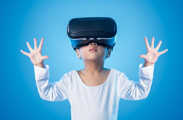 girl-virtual-reality-glasses_ThinkstockPhotos-636619716.jpg