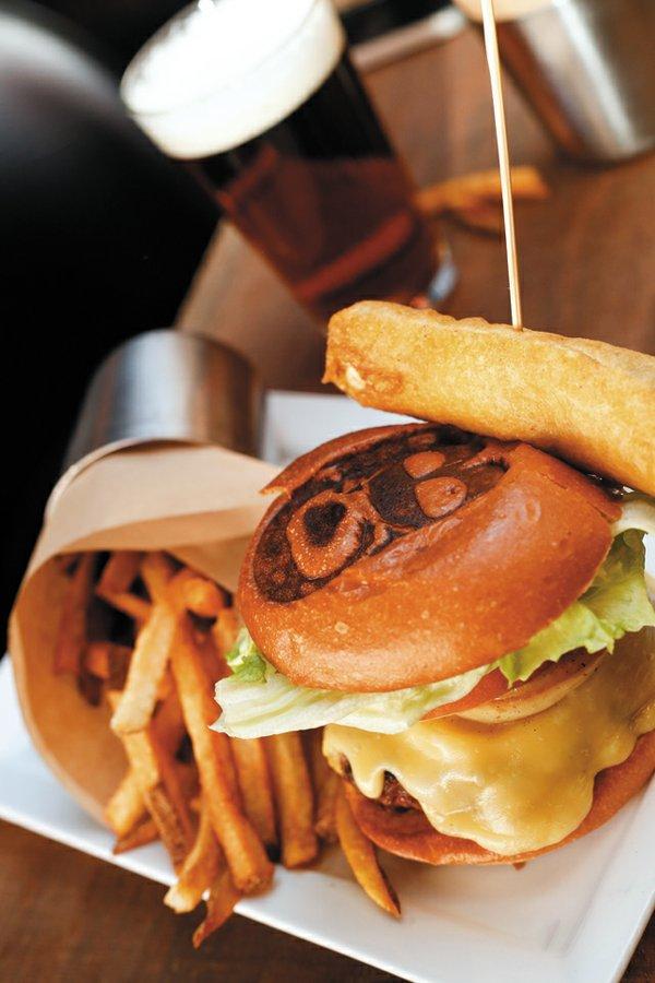 Features_Burgers_CitizenBurgerBar_COURTESTY_rp0118.jpg