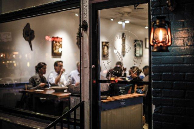 Dining_Review_BrokenTulip_exterior_JUSTIN_CHESNEY_rp0318.jpg