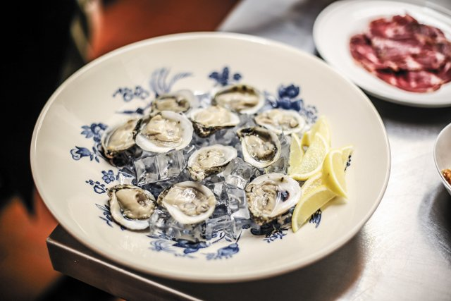 Dining_Review_BrokenTulip_oysters_JUSTIN_CHESNEY_rp0318.jpg