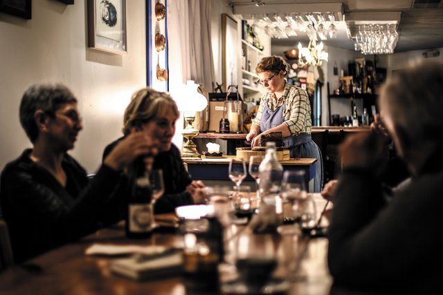 Dining_Review_BrokenTulip_SariannLehrer_group_JUSTIN_CHESNEY_rp0318.jpg