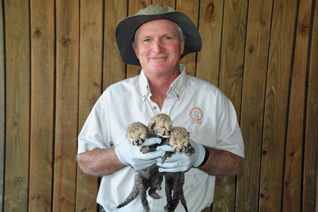 GoSouth_Moseley_Zookeeper-Jim-Andelin_COURTESY_METRO_RICHMOND_ZOO_rp0318.jpg