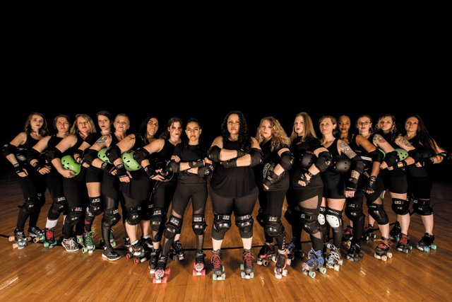 rollerderby_fullteamshot_M.Ouzounis-Photography_rp0318.jpg