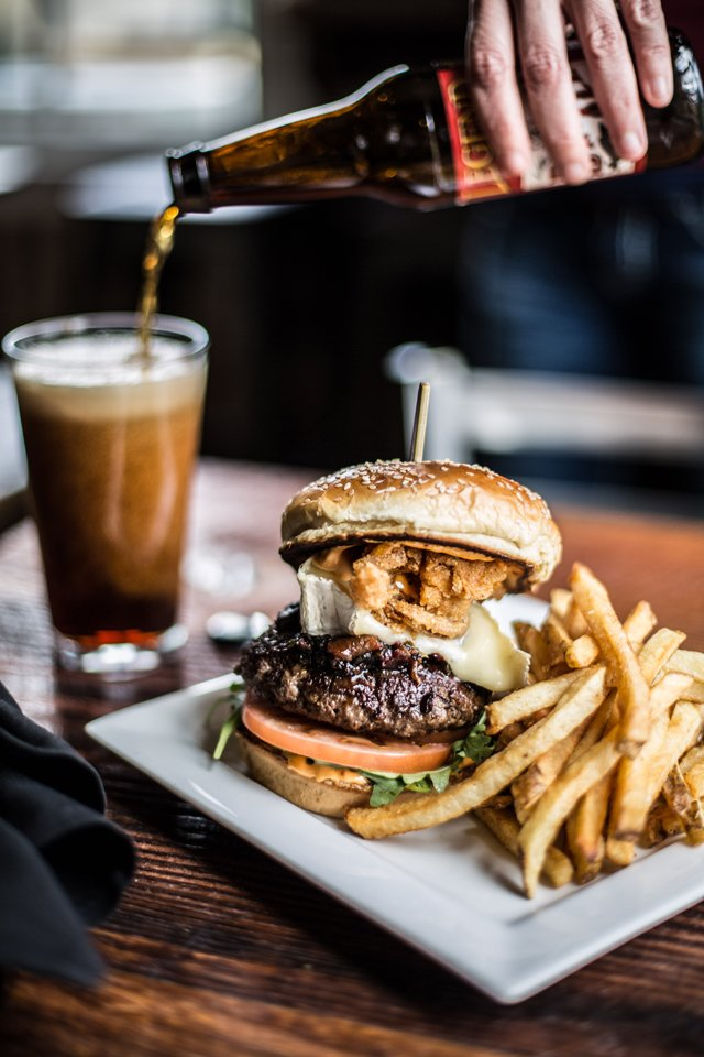 Dining_Review_CharlesCityBurger_JUSTINCHESNEY_rp0418.jpg
