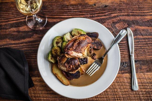 Dining_Review_Chicken_JUSTINCHESNEY_rp0418.jpg