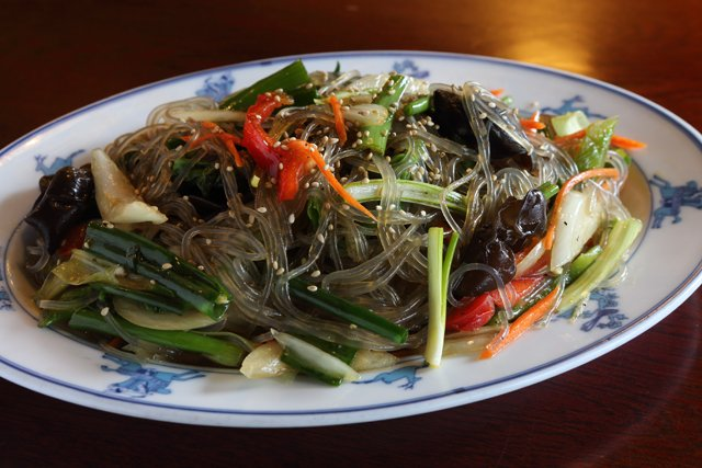 Dining_Shorts_Yewon_noodles_JAYPAUL_rp0418.jpg