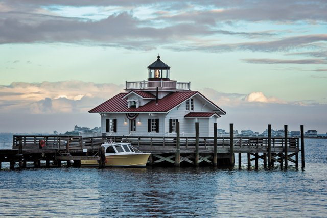 living_travel_manteo_roanoakemarsheslighthouse_MelodyLeckie_rp0418.jpg