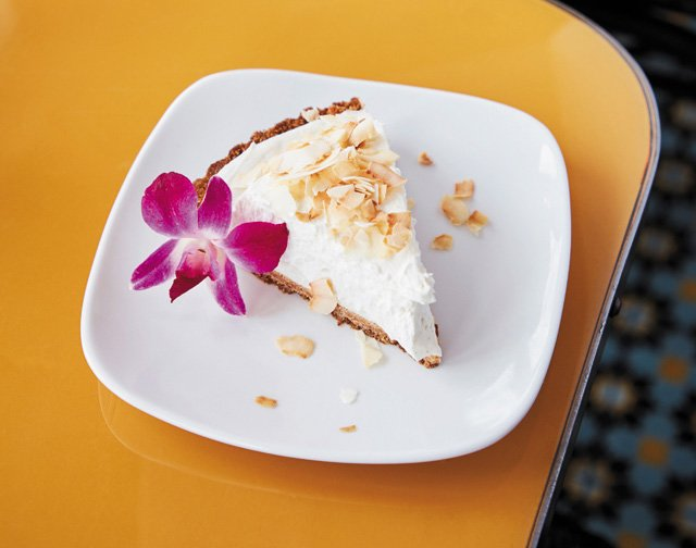 Dining_Review_LittleNickel_CoconutCremePie_ALEXIS-COURTNEY_rp0518.jpg