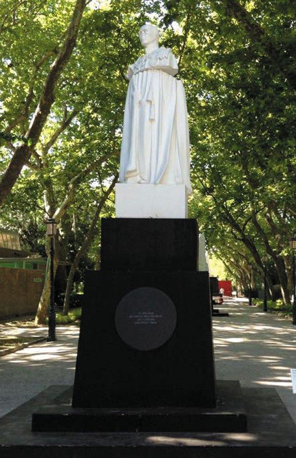 feature_monuments_coronation_park_raqs_venice_italy_rp0518.jpg