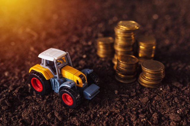 toy-tractor-coins_ThinkstockPhotos-815088780.jpg