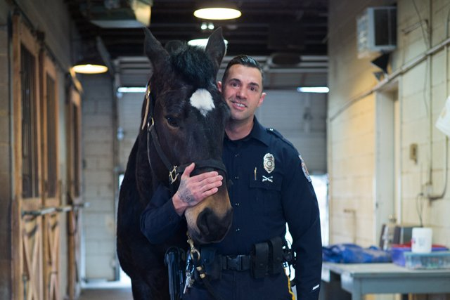 local_police_horses_officer_gene_carter_L1008759_ADAM_DUBRUELER_rp0418_teaser.jpg