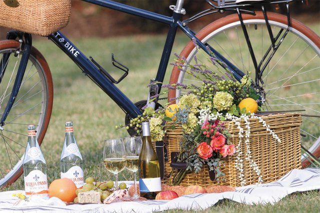 trends_rehearsals_Basket_and_Bike_Picnic_Ride_ROBIN_REIFSNIDER_bp0618.jpg