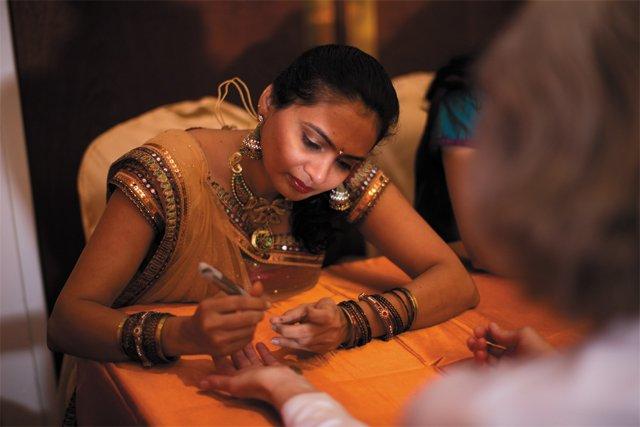 feature_cultures_hindu_henna_AMANDA_MEYER_PHOTOGRAPHY_bp0618.jpg