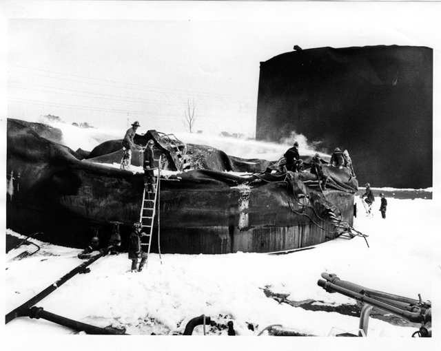 local_flashback_Little_Oil_fire_V_79_50_13_FINNEGAN_PHOTOGRAPH_COLLECTION_THE_VALENTINE_rp0618.jpg
