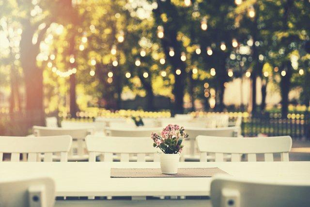 wedding-table_ThinkstockPhotos-699858340.jpg