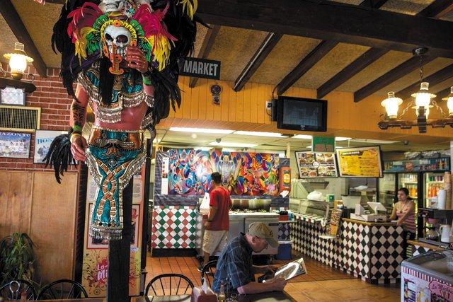 feature_MartinGonzales_Restaurant_JAY_PAUL_rp0618.jpg
