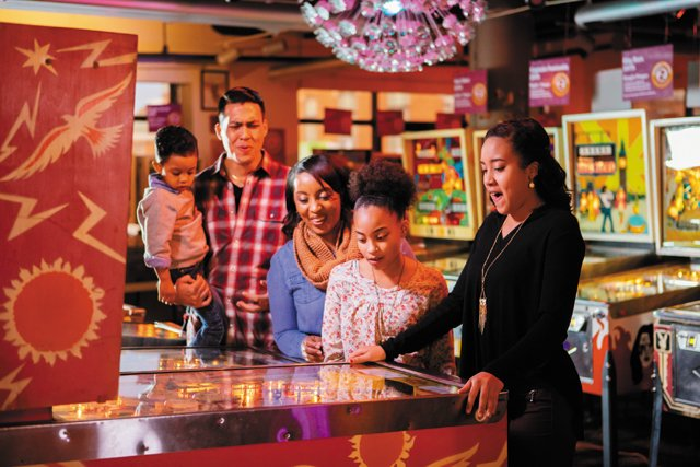 living_travel_roanoke_pinballmuseum_-Visit-Virginia's-Blue-Ridge_rp0518.jpg