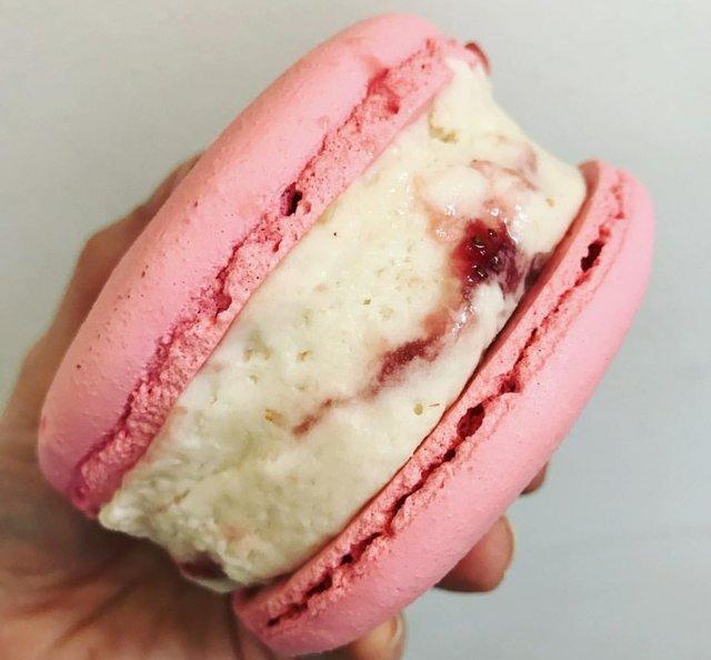Ice cream sandwich.jpg