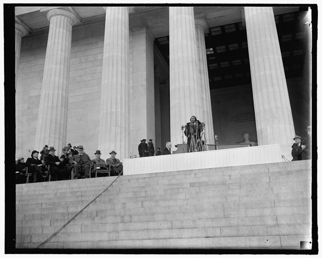 local_flashback_Marian_Anderson_Lincoln_Memorial_HARRIS_EWING_COLLECTION_LOC_rp0718.jpg