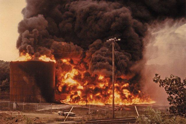 local_flashback_Little_Oil_fire_V_79_50_39_FINNEGAN_PHOTOGRAPH_COLLECTION_THE_VALENTINE_rp0618_teaser.jpg
