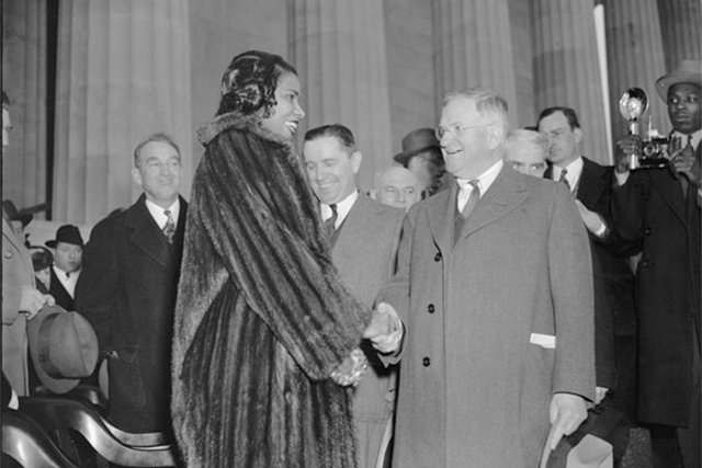 local_flashback_Marian_Anderson_Harold_Ickes_HARRIS_EWING_COLLECTION_LOC_rp0718_teaser.jpg