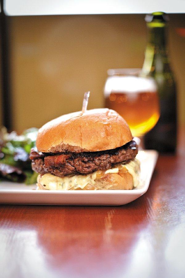 Feature_B&W_Dining_BurgerBach_IssacHarrell_rp0818.jpg