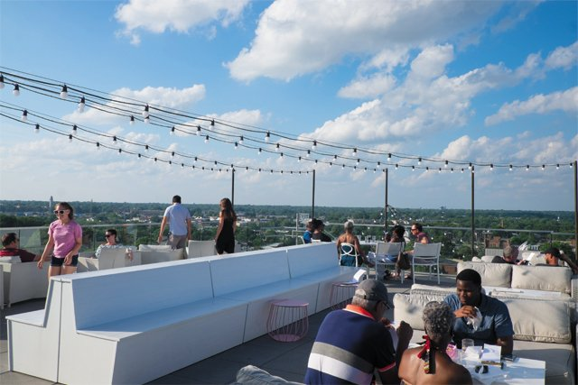 Feature_B&W_Dining_quirk_rooftop_q_bar_COURTESYQUIRKHOTEL_rp0818.jpg