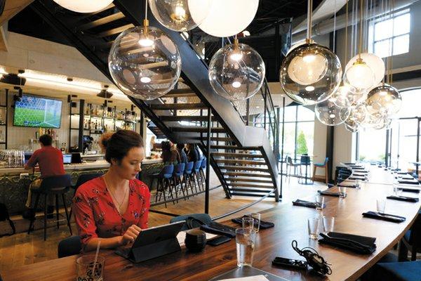 b&w_shopping&services_casadelbarco_JAYPAUL_rp0818.jpg