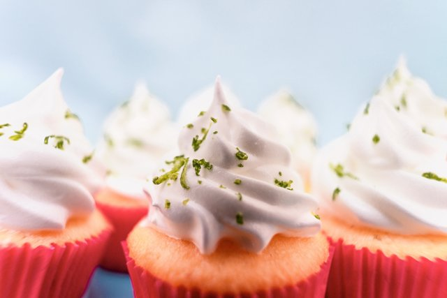 cupcakes_rodolfo-marques-489316-unsplash.jpg