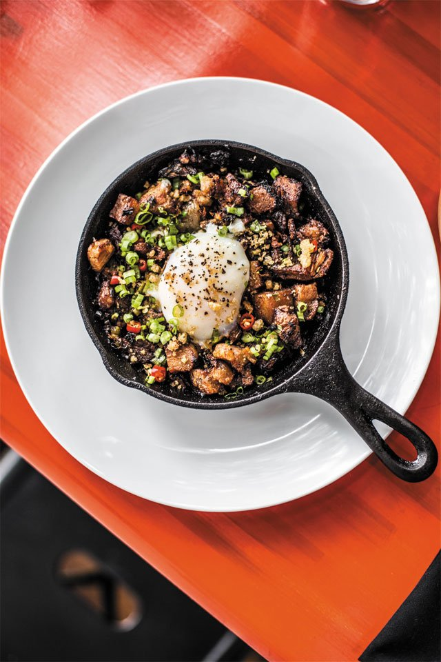 Dining_Review_TinyVictory_Sisig_JUSTIN_CHESNEY_rp1118.jpg