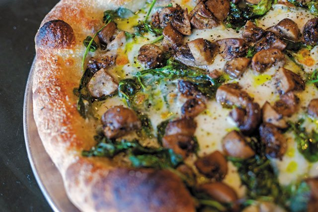 GuistinoΓÇÖs-Galley-Go-To_Popeye-Pizza_ERINEDGERTON_rp1118.jpg