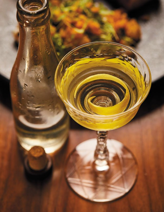 Dining_Review_Alewife_Martini_TYLER_DARDEN_rp0119.jpg