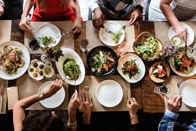 dinner-table_GettyImages-643847438.jpg