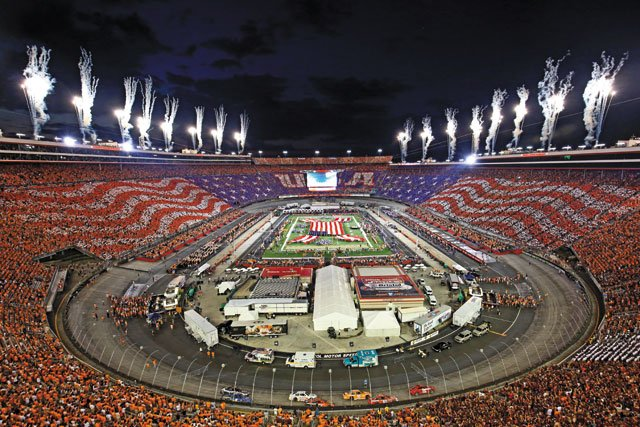 Living_Travel_BristolMotorSpeedway_COURTESYDISCOVERBRISTOL_rp0119.jpg