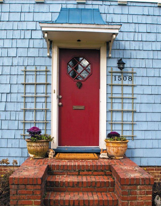 Neighborhoods_HousePaint_BellevueAvenue_MaryJoMcFadden_JAYPAUL_rp0219.jpg