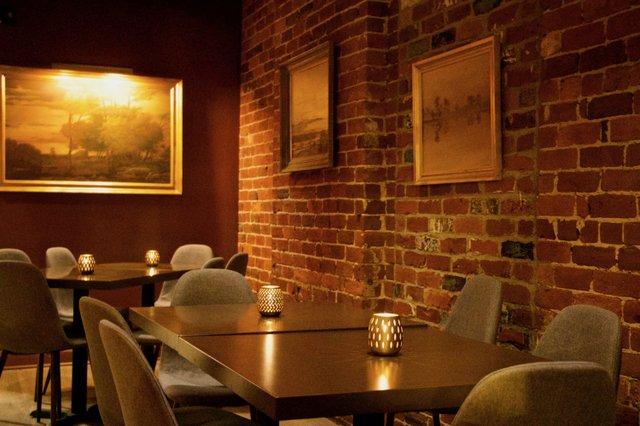 Diningroom2_Adarra_EileenMellon copy.jpg