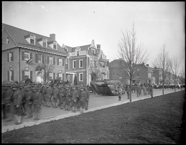 feature_Cook_Collection_Monument_Parade_VALENTINE_rp0319.jpg