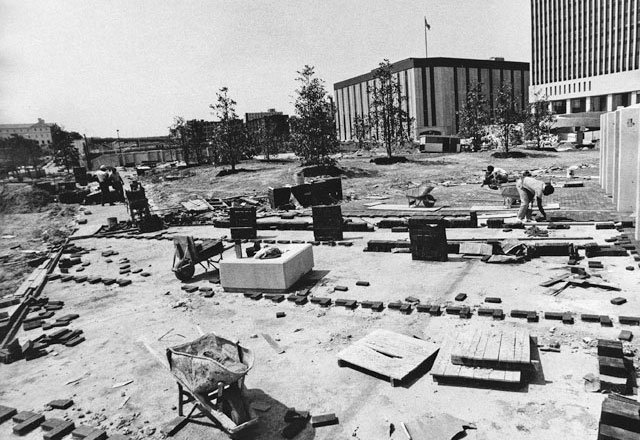 Bricklaying-at-Kanawha-Plaza_V85371940_RichmondTimes-DispatchCollection,TheValentine_rp0319.jpg