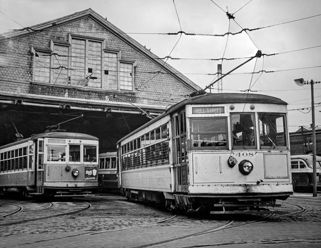 Last-street-car-(Trolley)-on-last-run-Nov-1949_Courtesy-Richmond-Public-Library_rp0319.jpg