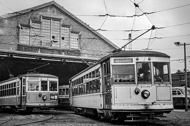 Last-street-car-(Trolley)-on-last-run-Nov-1949_Courtesy-Richmond-Public-Library_rp0319_teaser.jpg
