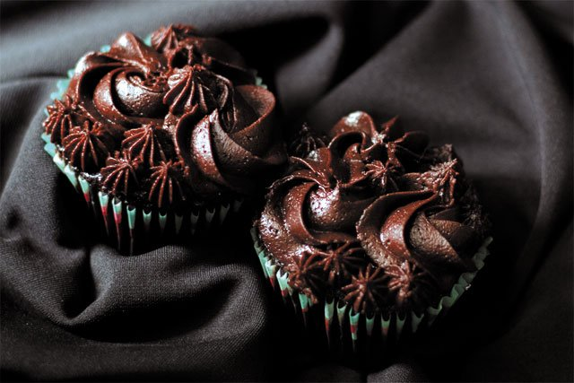 Eat&Drink_5Faves_Chocolate_PucksMarketCupcakes_LAUREN_BALDWIN_crop_rp0419.jpg
